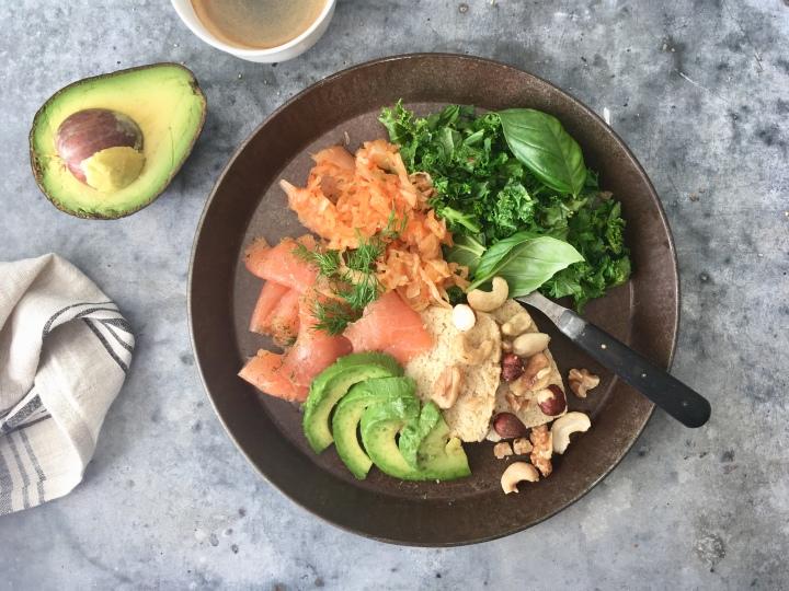 Lohiaamiaislautanen (Salmon breakfastplate)